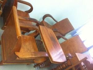 Bộ bàn ghế được làm bằng cây sưa đỏ